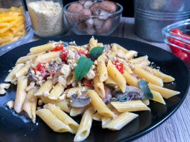 Panista_Blog_Rezepte_Glutenfreie Penne mit Pilzrahmsauce und Veganem Parmesan