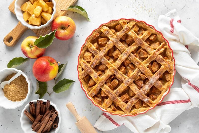 media/image/apple-pie-traditional-american-apple-pie-with-68N49EJ.jpg