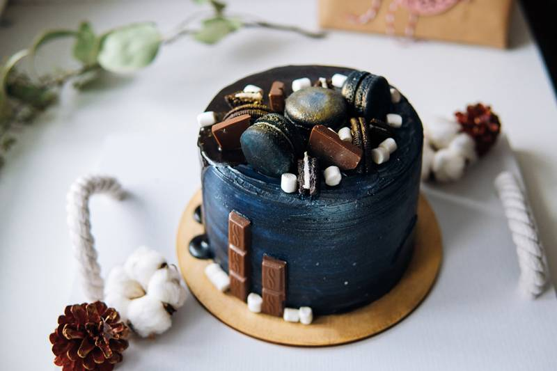 media/image/beautiful-designer-chocolate-cake-PW6K6EV.jpg