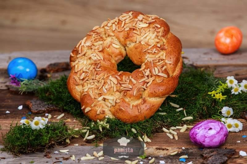 glutenfreier Osterkranz mit Mandel-Seitenansicht